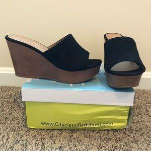 City Classified Black slide-on clogs